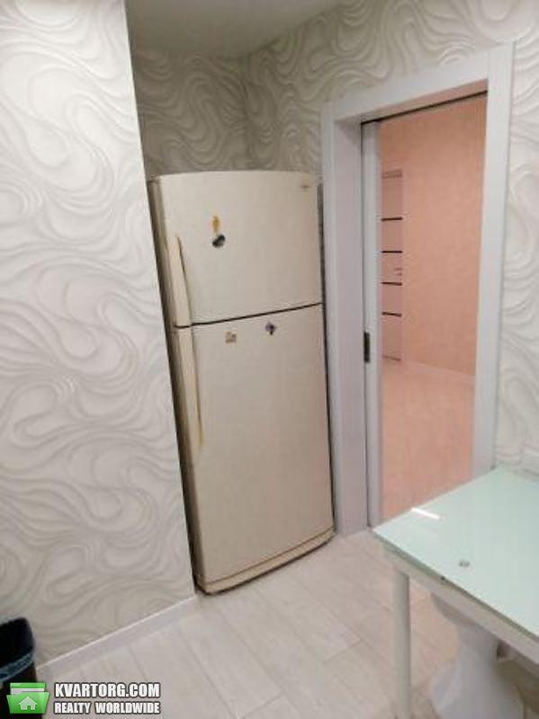 продам 2-комнатную квартиру Киев, ул. Приречная 27 - Фото 2